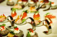 Neben erlesenen Weinen wird auch köstliches Fingerfood gereicht; Bildquelle Maritim Hotelgesellschaft mbH