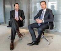 (v.l.n.r.) Tobias Ragge (HRS) und Udo Lülsdorf (meetago) / Bildquelle: meetago GmbH