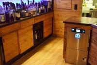 Die M-iClean von Meiko als Untertischmaschine unter der Theke sorgt für Furore / Bildquelle: Meiko Maschinenbau