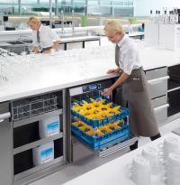 """Ein neuer Tankspüler mit passenden Reinigungschemikalien: Zur """"Intergastra 2016"""" präsentiert Miele Professional erstmals ein komplettes System für glänzende Spülergebnisse. / Bildquelle: Miele Professional"""