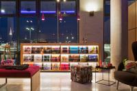 """Living Room"" im Moxy Vienna Airport / Bildquelle: Marriott International"