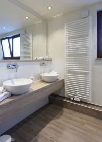 OBTEGO als optisches Highlight: Duschen, WC-Module und Waschtische lassen sich ebenso einfach wie individuell und hygienisch verkleiden. / Bildquelle: Murodesign GmbH