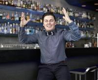 Dino Zippe in seiner neuen Wirkungsstätte, der o.T. Bar am Stuttgarter Schlossplatz / Bildquelle: Rauschenberger Catering & Restaurants