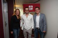 (v.l.n.r.) Anke Pohl (Sales Managerin), Brad Pitt und Daniel Pahl (General Manager) / Bildquelle: pentahotels germany gmbh