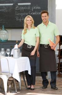 Hellgrüne Poloshirts als Berufsbekleidung - freundlich und ansprechend