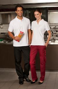 Weiße Poloshirts sehen bei der Berufsbekleidung von Damen und Herren gleichermaßen gut aus; Bilderquellen CG Workwear