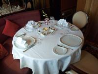 Ein schön gedeckter Tisch auf dem Schiff MS Queen Victoria / Bildquelle: Sascha Brenning - Hotelier.de