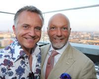Comedian Jörg Knör und Hoteldirektor Oliver Staas / Bildquelle: Radisson Blu Hotel, Hamburg/Public Address/Mirko Hannemann