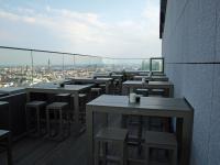 Das Objekt der Begierde: Der Außenbereich der Weinbar hoch im 26. Stock im Radisson Blu Hotel, Hamburg