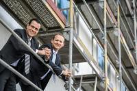 v.l.n.r.: Roland Schäfer und Thilo Hoppe auf der Baustelle ihres neuen Hotels / Bildquelle: © Holiday Inn Düsseldorf City - Toulouser Allee