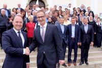 Abschied von Daniel Bojahr: Björn Volz, neuer Direktor des Schlosshotels (links) mit Bojahr / @c.tiess