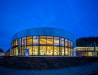 Die bereits eröffnete Soletherme (oben) & Saunawelt (unten); Bildquelle Copyright: Soletherme Bad Elster/Sächsische Staatsbäder GmbH/Foto Beer