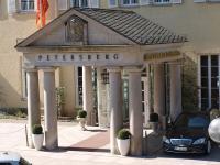Der Eingang vom Steigenberger Grandhotel am Petersberg / Bildquelle: Sascha Brenning - Hotelier.de