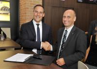 Rupert Simoner, CEO Vienna International Hotelmanagement AG & Lars Schmid, Geschäftsführer H.E.A.D. (v.l.n.r.) / Steigenberger Hotel Group