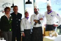 Das Team rund um Küchenhef David Kostner freut sich über die Auszeichnung von Gault Millau. Bildnachweis: Stubaier Gletscher