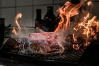 Das läuft einem das Wasser im Mund zusammen: das Tomahawk Steak im Restaurant Rivage, alle Fotos Markus Püttmann