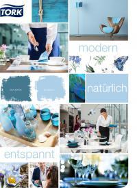 Die neuen Tork Servietten in Hellblau und Blaugrün bringen ein Gefühl der Leichtigkeit und Ruhe auf den Tisch, wodurch eine entspannte Atmosphäre entsteht, die zum Verweilen und Innehalten einlädt. / Bildquelle: SCA Hygiene Products AFH Sales GmbH / Tork