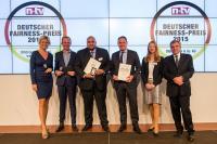 Edwin Broers (3.v.r.) von der Wyndham Hotel Group empfängt den Deutschen Fairness-Preis 2015 für die Marke TRYP by Wyndham auf der Preisverleihung in der Berliner Bertelsmann Repräsentanz / Foto: Frederic Schweizer
