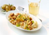 Valess Spargelragout mit Filetstücken und Rosmarindrillingen / Bildquelle: Valess