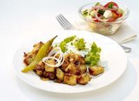Gyros mit Zaziki und Bauernsalat / Bildquelle: FrieslandCampina Foodservice / Valess