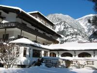 Außenansicht und Hotelgarten im Winter / Bildquelle: Hotel St. Georg