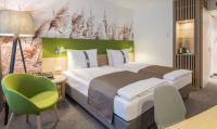 Ein natürliches und zugleich individuelles Design, kombiniert mit frischen Farbtönen in grün und violett, strahlt eine unkomplizierte und gemütliche Atmosphäre aus / Bildquelle: Voglauer Hotel Concept
