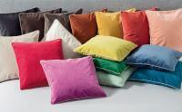 Gute-Laune-Kissen in achtzehn Trendfarben von Wäschekrone / © Wäschekrone