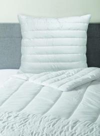 Multizonendecke und Multiformkissen für optimalen Schlafkomfort / Bildquelle: Wäschekrone GmbH & Co. KG