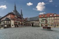 Malerisches Wernigerode mit Rathaus und Fachwerk Ensemble