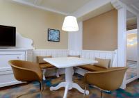 Westin Grand München Bavarian Junior Suite Dining Area / Bildquelle: Starwood Hotels & Resorts Worldwide, Inc.
