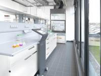 Als Gesamtsystemanbieter entwickelt Winterhalter Reiniger- und Spülhygieneprodukte in eigenen Laboren. / Bildquelle: Winterhalter Gastronom GmbH