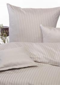 Foto A: neue Bettwäsche-Serie aus Damast in der Farbe Creme; Foto: Wäschekrone