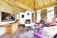 Wohnzimmer mit Kamin Konrad Nusko Suite / Bildquelle: Edward Gröger artinaction (Der Krallerhof)