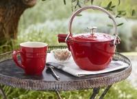 Dank integriertem Sieb bereitet die STAUB Teekanne das Heißgetränk in nur einem Schritt zu. / Bildquelle: ZWILLING