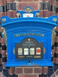 Der schönste Briefkasten hängt in Frankfurt/Oder am Postamt; Bildquelle Hotelier.de