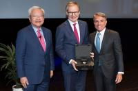 V.l.n.r.: Ted Teng, Präsident von Leading Hotels of the World, Frank Marrenbach, CEO der Oetker Collection, Andrea Kracht, Eigentümer des Baur au Lac in Zürich und Vorsitzender von Leading Hotels of the World / Bildquelle: Leading Hotels of the World