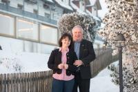 Inhaber Hans-Peter Kleemann und seine Frau Regina führen den Höchsten-Familienbetrieb und bauen das Haus in den kommenden zwei Jahren weiter aus. / Bildquelle: Familotel AG