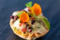 Heilbutt-Ceviche im Wan Tan Crisp mit Apfel und Limette / Bildquelle: KOFLER & KOMPANIE GmbH