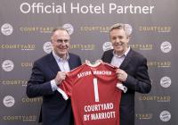 Karl-Heinz Rummenigge, Vorstandsvorsitzender der FC Bayern München AG, John Licence, Vice President Premium and Select Brands bei Marriott International / © Marriott International