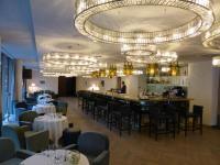 In der Hotellounge Nepomuk im Falkensteiner Hotel Wien Margareten werden auch Speisen angeboten