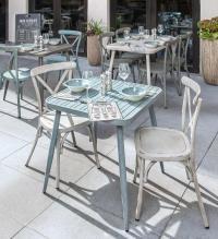 Durch sein schönes Retro-Design macht die Möbel-Serie ATELIO Terrassen und Gasträume zur stylischen Bühne. / Bildquelle:  VEGA GmbH