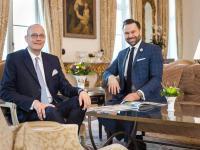 Geschäftsübergabe - Thilo Mühl und Thomas Peruzzo (r.) in der Lobby des Luxushotels. Bild: Grand Hotel Heiligendamm