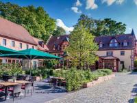 Das Kurfürstliche Schlosshotel Weyberhöfe außen...