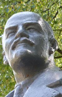 Er guckt hier noch um viele Ecken: Lenin