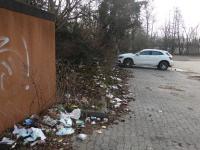 Auf dem Parkplatz hinter Woolworth in der Bahnhofsstraße - könnte aber auch ein Slum sein. Alle Müll Bilder wurden zwischen dem 02.04.2018 und 15.04.2018 gemacht