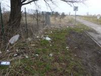 Müll am Melkerstieg hinter dem Deich am Eingang zum Moor. Wann wacht diese Stadt auf?