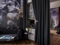 Umlaufende 360°-Vorhänge inszenieren die Hotelzimmer im Lovelace. / Bildquelle: © Steve Herud/The Lovelace