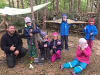 Rookhus: Mini-Archäologen bei der Arbeit in Happys ForscherWäldchen / Bildquelle: Familotel Borchard's Rookhus
