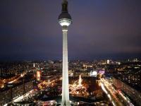 Toller Blick von der Aussichtsterrasse im Park Inn by Radisson Berlin Alexanderplatz auf die Hauptstadt / Bildquelle: Hotelier.de