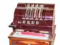 Alte antike Registrierkassen wie sie gerne als offene Kassen in der Gastronomie eingsetzt wird, haben Prüfer des Finanzamtes besonders im Visier